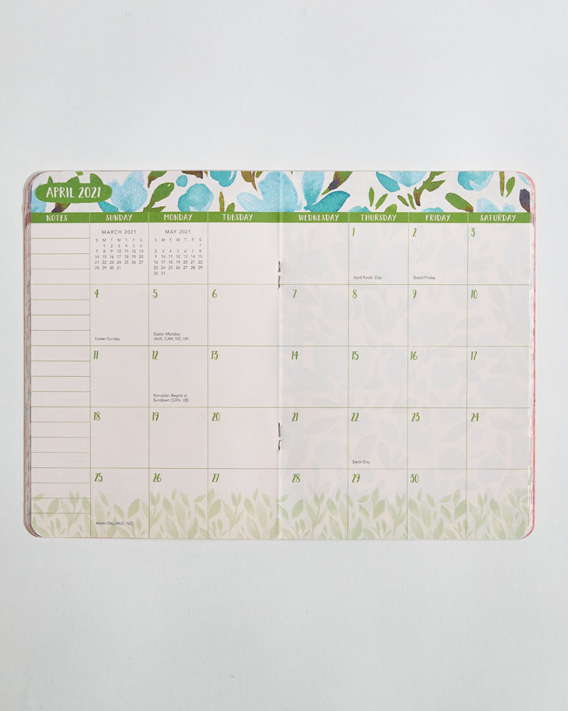 Bold Blossoms 2021 Monthly Pocket Planner with Planner 2021: Year Monthly Pocket
