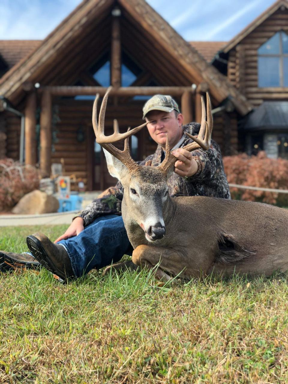 Central Camp Kentucky 5 Day 6 Night Rut Bow Hunt - Whitetail in Kentucky Rut 2021