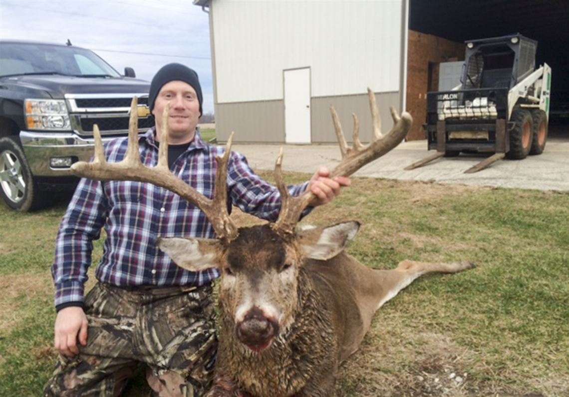 Huge Buck Leaves Patient Hunter In Awe | The Blade with Ohio Whitetail Rut 2021