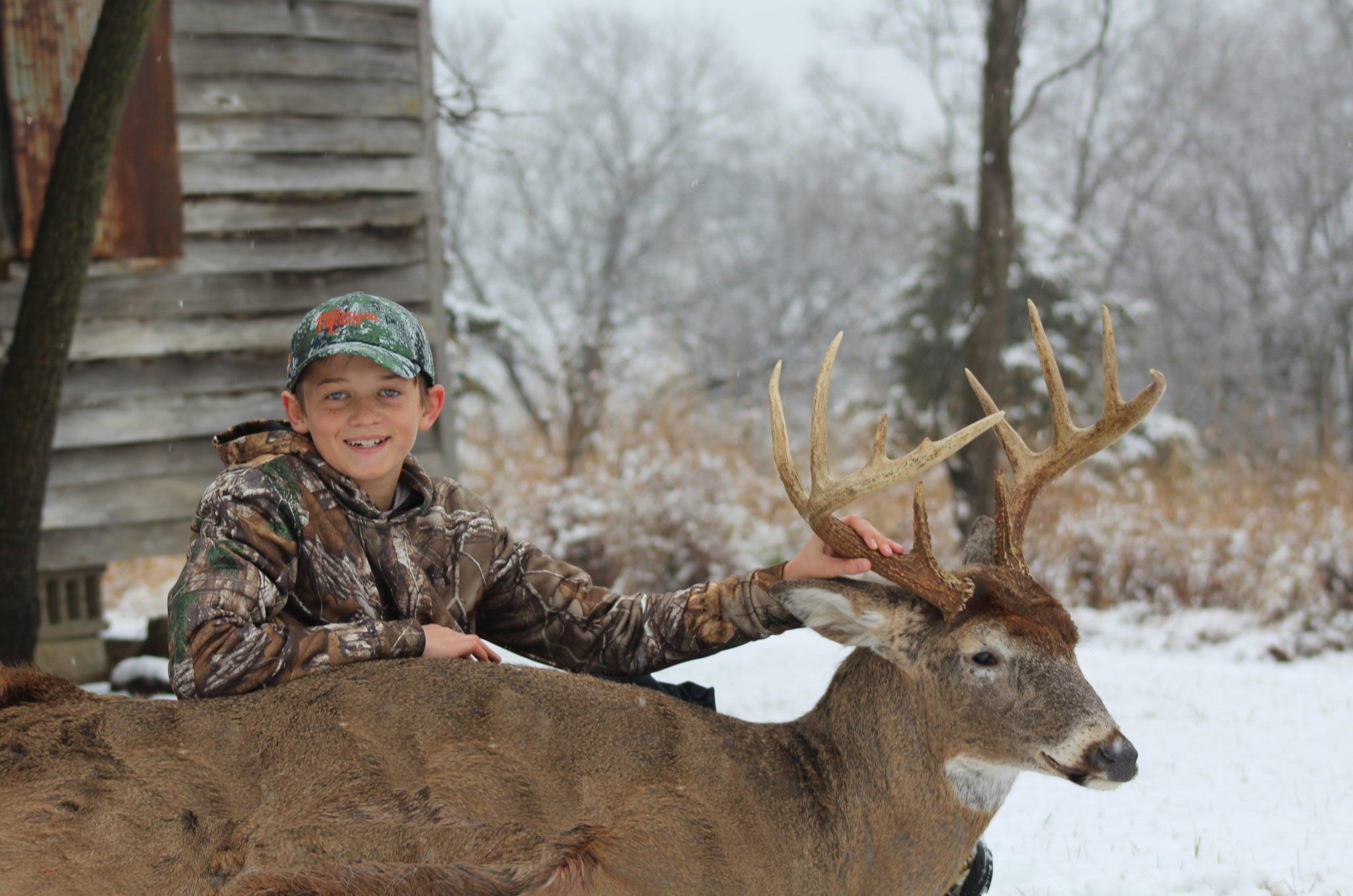Late Season Whitetail Hunting: Illinois Late Deer Hunts throughout Rut Whitetail 2021