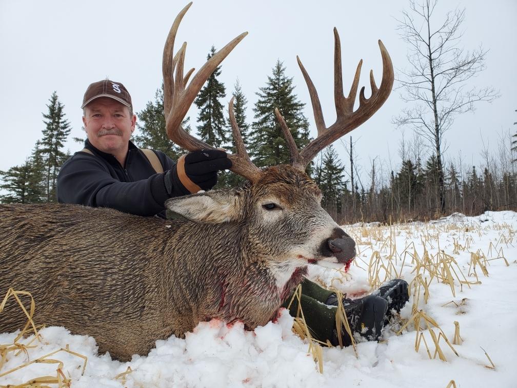 Trophy Alberta Whitetail Hunts | Guided Whitetail Hunts Canada throughout Michigan Deer Rut 2021